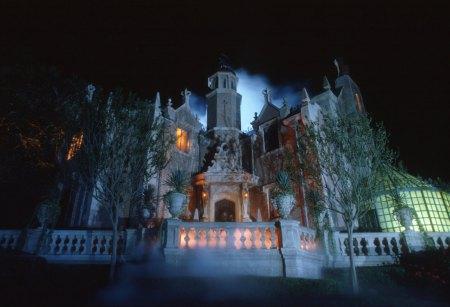 http://www.reserveorlando.com/travelguide/disney-world-orlando-presents-new-haunted-mansion-queue/